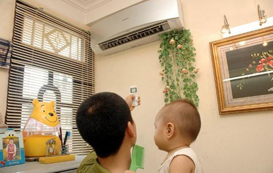 Bác sĩ Nhi Khoa hướng dẫn cho trẻ nằm điều hòa đúng cách phòng tránh ho ở trẻ nhỏ