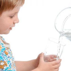Bù nước và điện giải đúng cách với bệnh tiêu chảy ở trẻ em