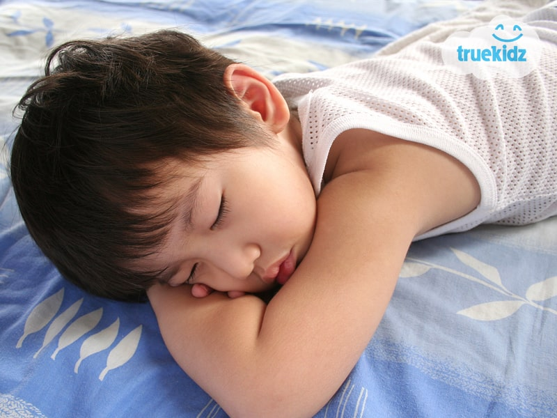 """""""Tuyệt chiêu"""" cho trẻ ngủ sớm trước 9 giờ tối Con thông minh phát triển toàn diện"""